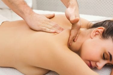 massage uitgevoerd door goed opgeleide massagetherapeut