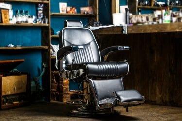 Behandelstoel in barbershop.