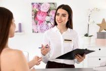 beauty salonhouder raadpleegt boekhouder