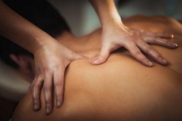 Met triggerpoint massages kun je pijn door spierknopen verhelpen.