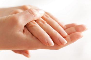 Mooie vinger nagels die gezond groeien.