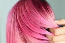 De roze haartrend is deze zomer in de mode.