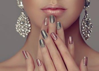 mixed metallic manicure