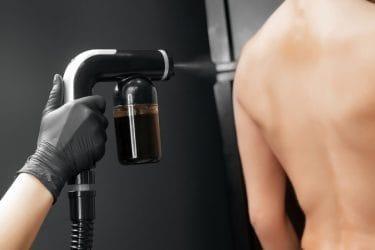 Snel een bruin kleurtje met spray tan