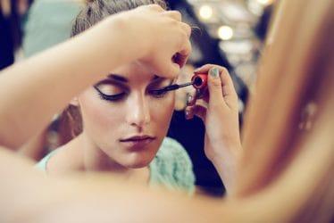 Leer mascara aanbrengen als een pro in de cursus visagie van Wellness Academie.